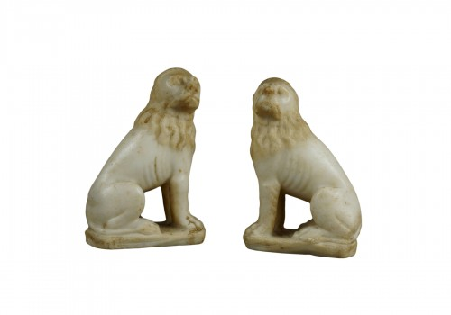 16th century Renaissance Carved Marble Pair of Lion