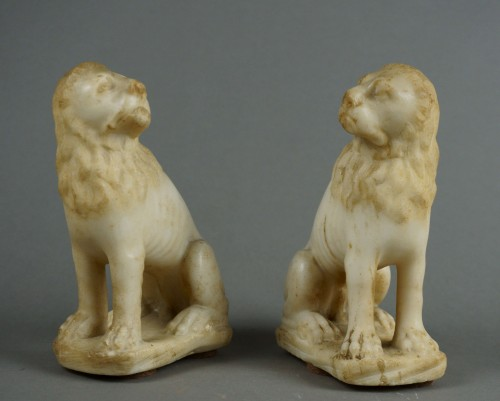 <= 16th century - 16th century Renaissance Carved Marble Pair of Lion