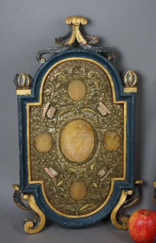 18th century - Large Baroque Reliquaries Frame with Relics and Agnus Dei in Wax