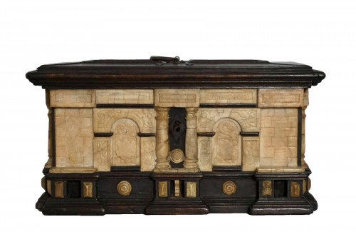 Early 17th Renaissance Malines Carved Box