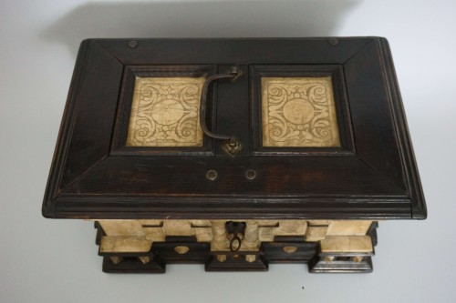 Early 17th Renaissance Malines Carved Box - Louis XIII