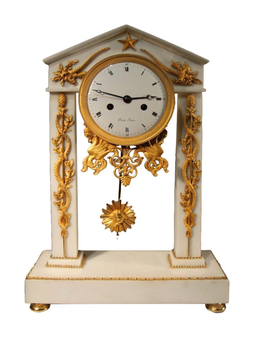 pendule portique en marbre poque directoire xixe si cle. Black Bedroom Furniture Sets. Home Design Ideas