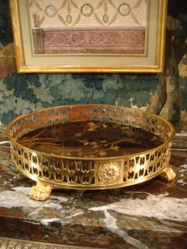 Decorative Objects  - A lacquer and bronze Table centerpiece