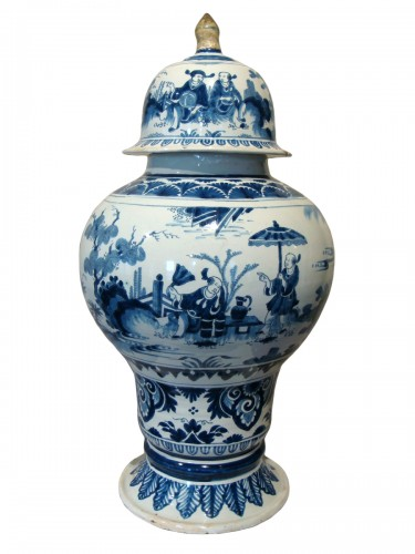 Nevers faience vase with Chinese decor