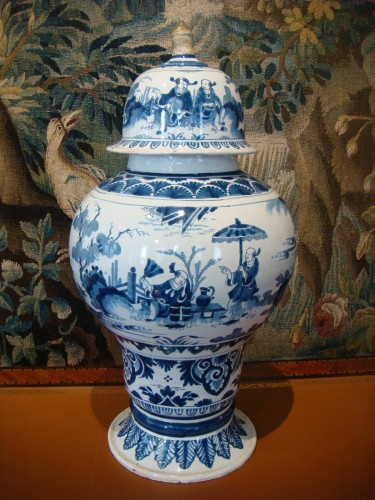 Porcelain & Faience  - Nevers faience vase with Chinese decor