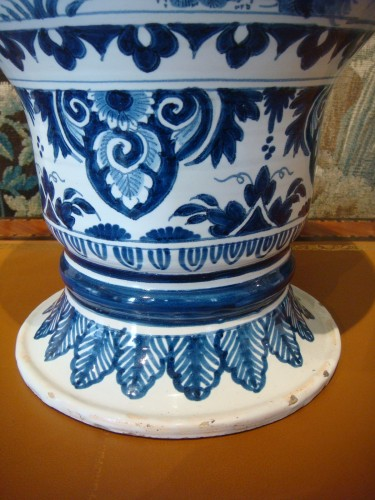 Antiquités - Nevers faience vase with Chinese decor