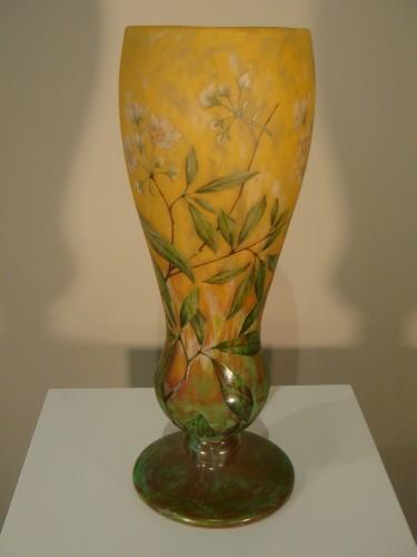 20th century - Daum  - Vase in glass paste, Jasmine Decor