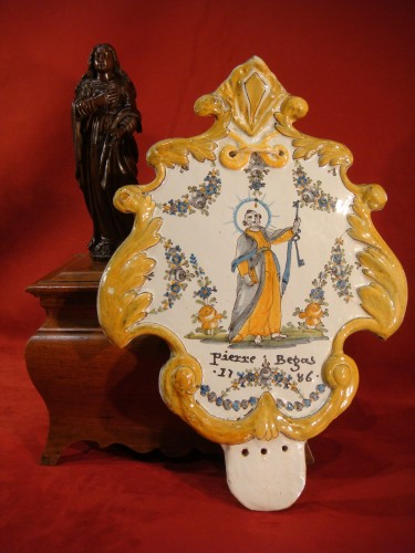 Large Nevers Patronymic Stoup Plate - 18th century - Porcelain & Faience Style Louis XV