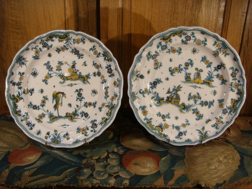 Porcelain & Faience  - Pair of large Moustiers earthenware plates 18th century