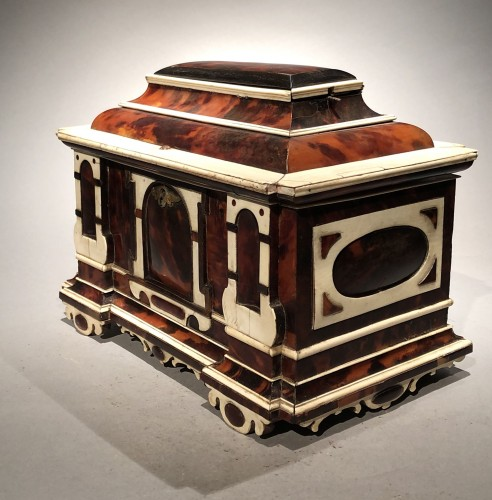 Small German table cabinet  - Furniture Style Renaissance