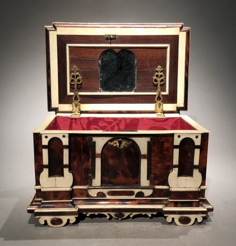 17th century - Small German table cabinet