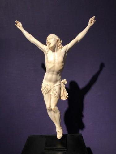 Ivory Christ 17th century - Sculpture Style