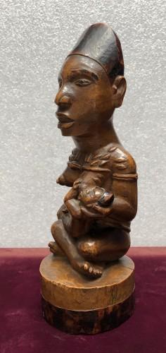 A fine Yombe maternity figure DRC - Tribal Art Style