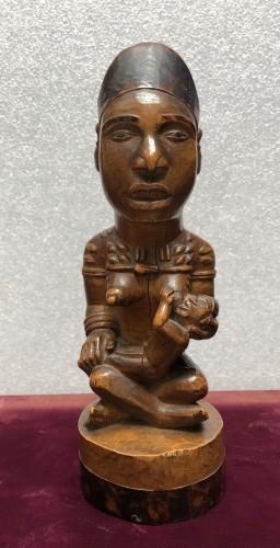 Antiquités - A fine Yombe maternity figure DRC