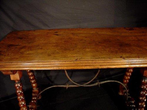 17th century - 17th C. Spanish walnut console