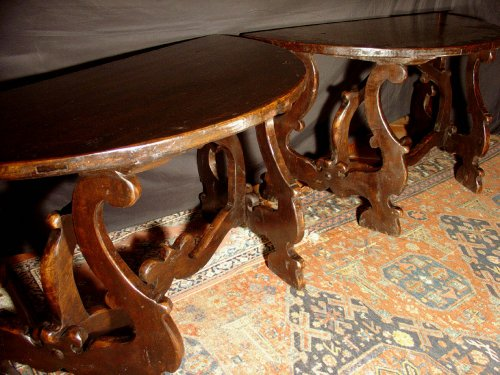 17th century - 17th C.Tuscan demi-lune consoles table