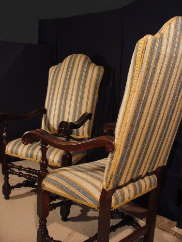 Pair of 17th century Italian Armchair - Seating Style Louis XIII