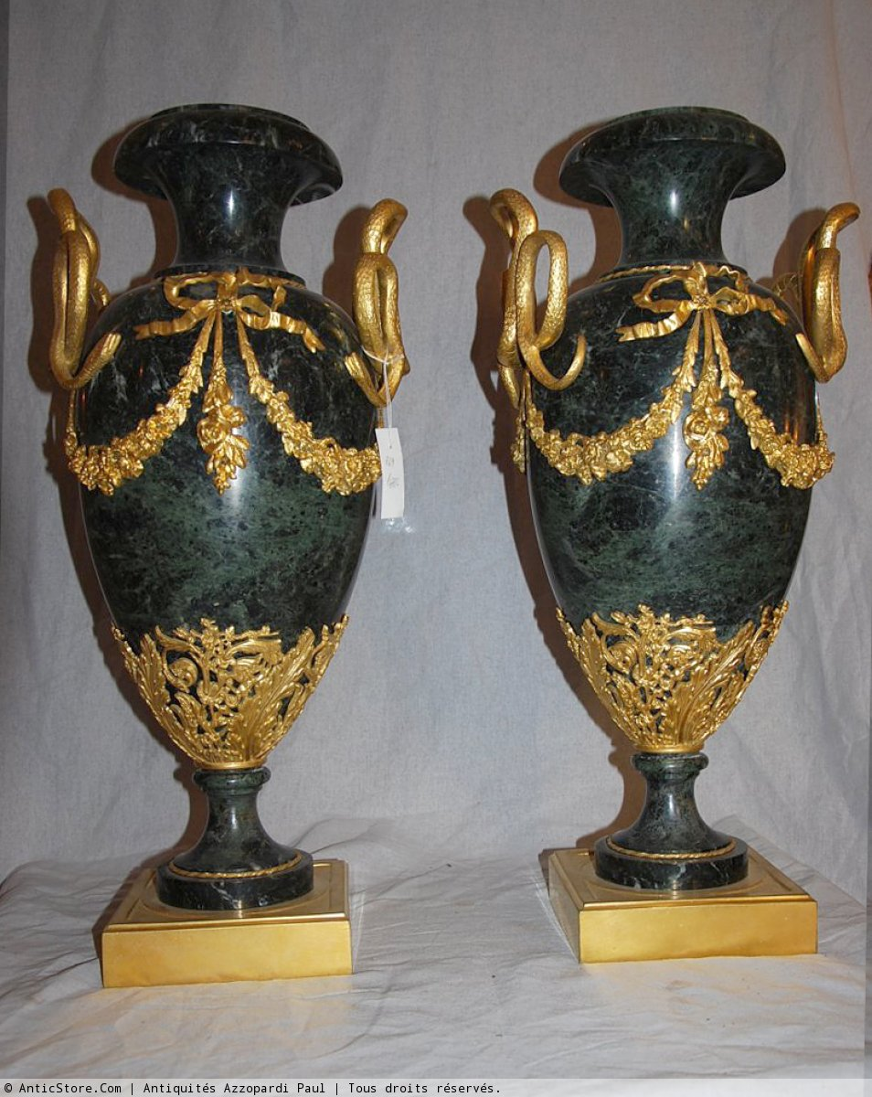 paire de vases d 39 apparat en marbre vert xixe si cle. Black Bedroom Furniture Sets. Home Design Ideas