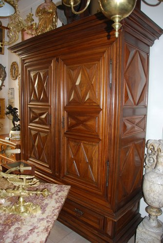 Armoire en pointe de diamants