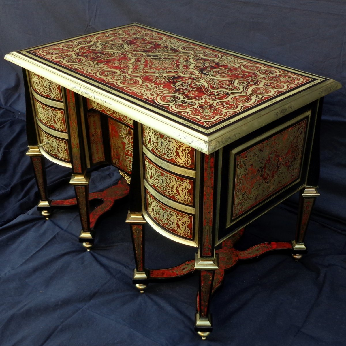 bureau mazarin en marqueterie boulle toutes faces d but xixe si cle. Black Bedroom Furniture Sets. Home Design Ideas