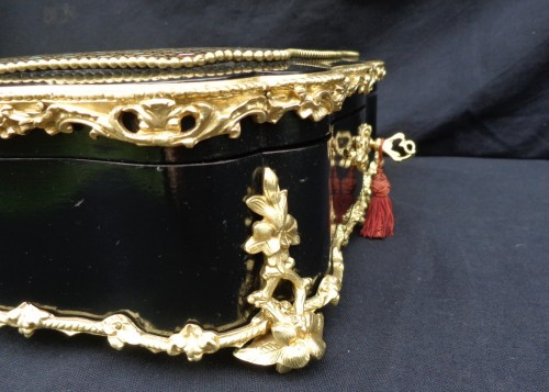 Antiquités - Jewelery box in Boulle style marquetry
