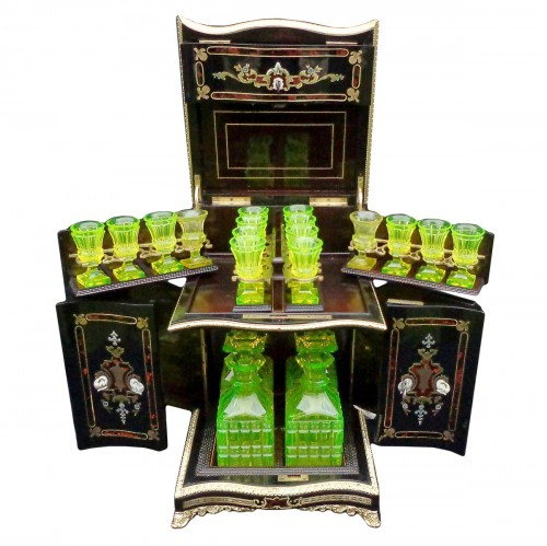 Tantalus Box with Uranium glass in Boulle marquetry