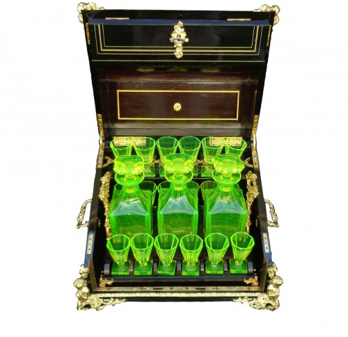 Tantalus Box with Uranium glass in Boulle marquetry Napoleon III period 19t