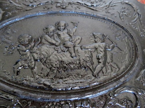 Tantalus Box in Bas Relief 19th century crystal Baccarat - Decorative Objects Style Napoléon III
