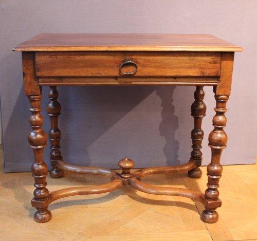 mobilier de style louis xiii meubles et objets d 39 art antiquit s anticstore. Black Bedroom Furniture Sets. Home Design Ideas