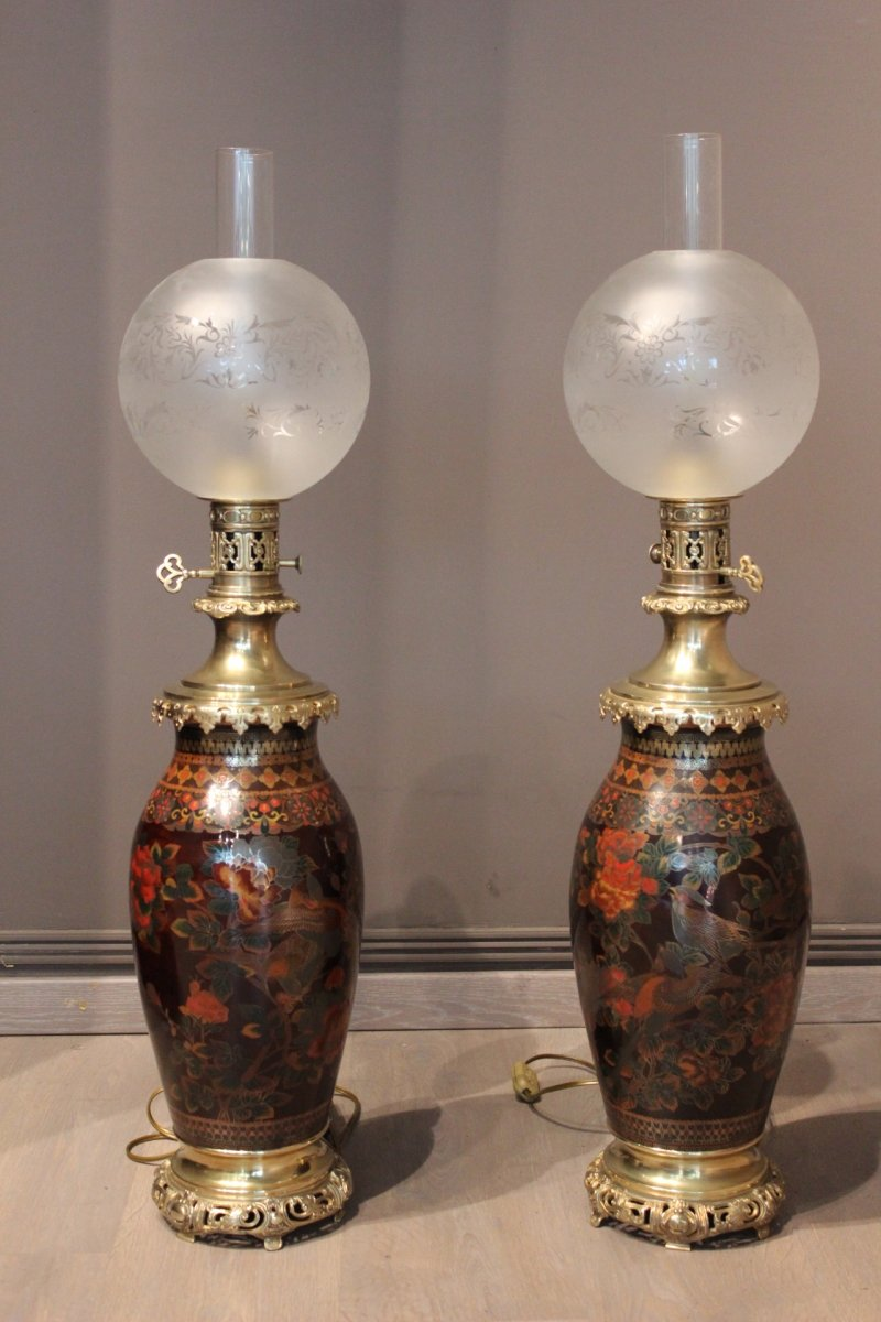 paire de lampes p trole cloisonn es xixe si cle. Black Bedroom Furniture Sets. Home Design Ideas