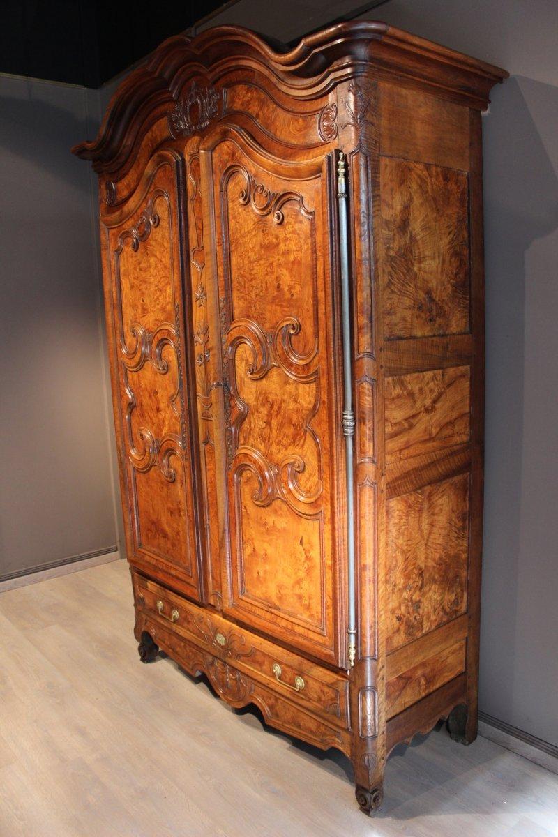 armoire bressane corniche cintr e xixe si cle. Black Bedroom Furniture Sets. Home Design Ideas