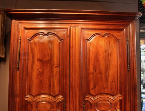 Armoire en noyer XVIIIe siècle - Mobilier Style