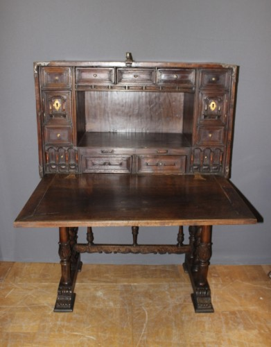 Spanish cabinet called Bargueno - Furniture Style Louis XIII