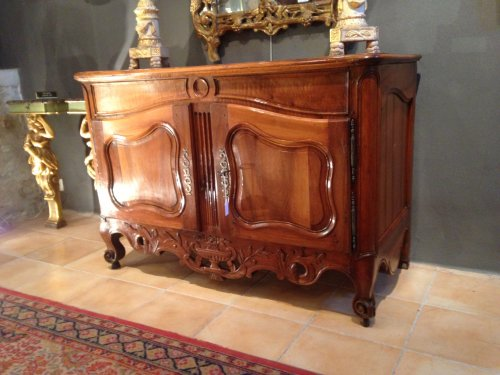 A 18th c. French Provencal walnut credenza - Furniture Style Louis XV