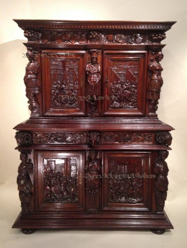 Early 17th century carved walnut cabinet, circa 1600