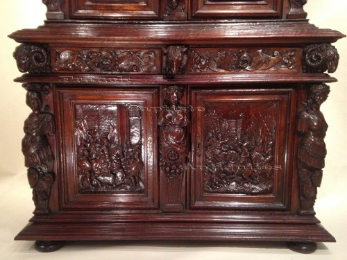 Furniture  - Early 17th century carved walnut cabinet, circa 1600