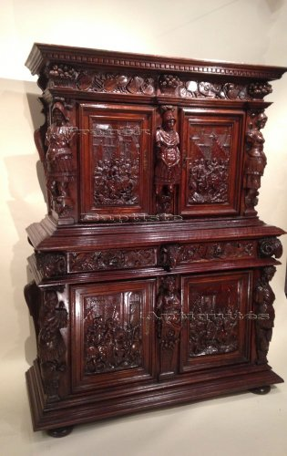 Early 17th century carved walnut cabinet, circa 1600 -