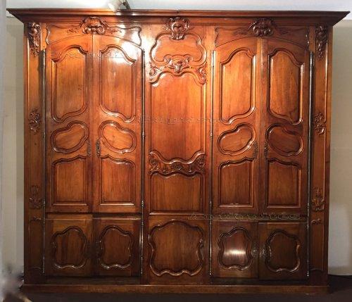 French walnut paneling , nîmes louis xv period