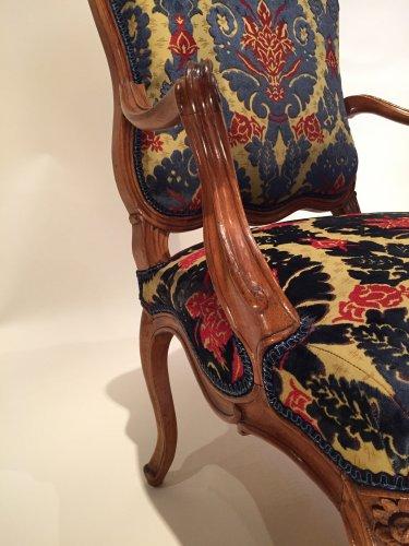 Louis XV - Three large french fine chairs, nogaret ,lyon circa 1750
