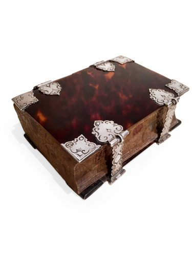 Exceptional flemish tortoiseshell ans silver mounted book , 1706