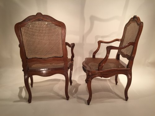 Antiquités - Walnut armchairs Series by Pierre Nogaret in Lyon circa 1750