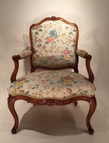 18th century - French fine pair armchairs stamped N.Heurtaut , Louis XV period