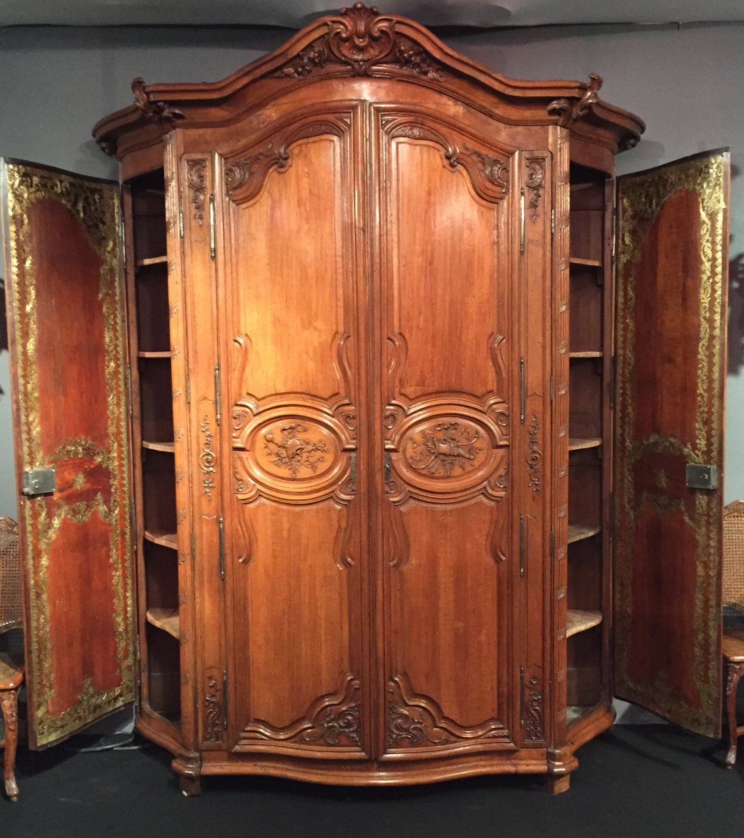 monumentale armoire de chasse le de france poque. Black Bedroom Furniture Sets. Home Design Ideas