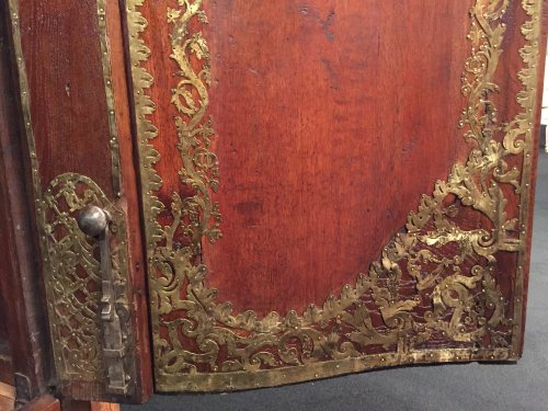 Monumental hunting wardrobe, Ile de France Regence period circa 1720-1730 - Furniture Style French Regence