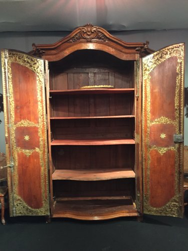 18th century - Monumental hunting wardrobe, Ile de France Regence period circa 1720-1730