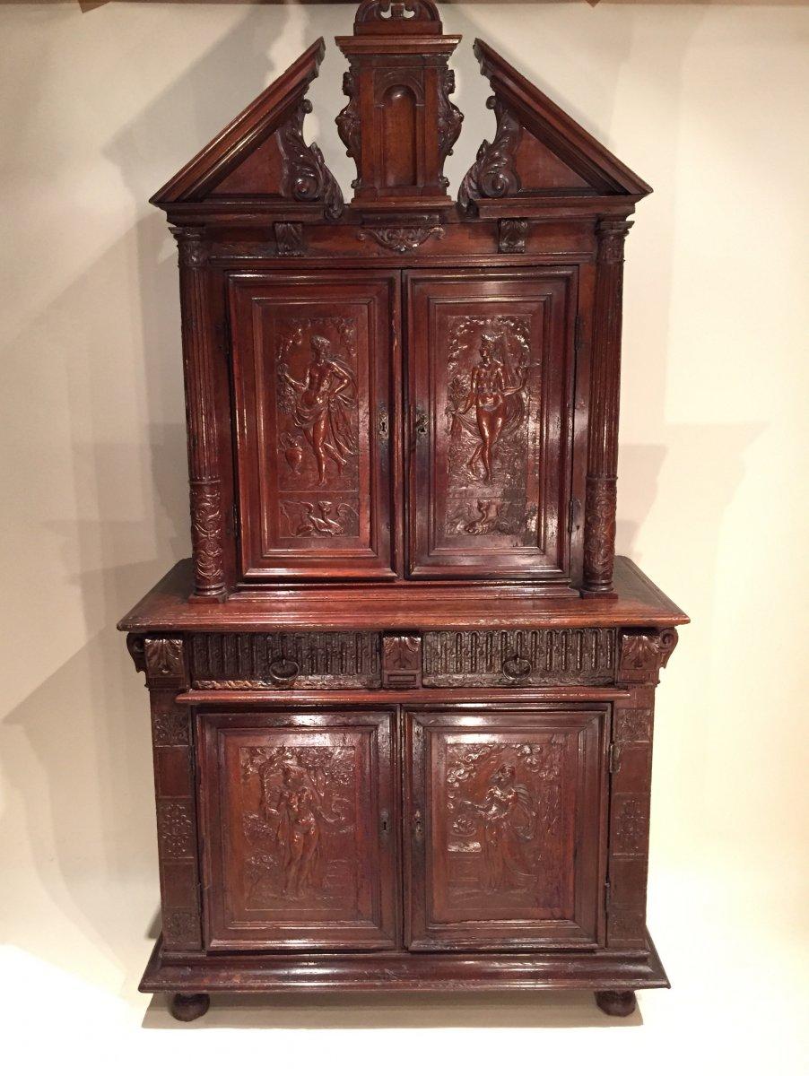 armoire deux corps en bois de noyer massif le de france vers 1600 xvie si cle. Black Bedroom Furniture Sets. Home Design Ideas