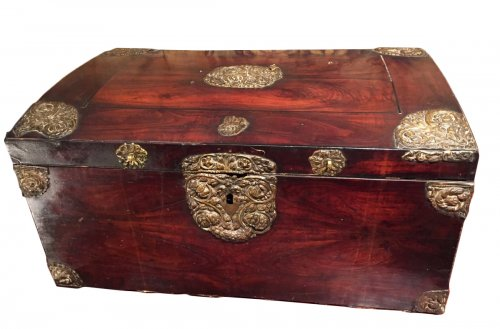 Walnut veneer cabinet and brass rejected, Languedoc Louis XIV