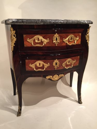 Louis XV - French Fine Commode Stamped JC Ellaume, Paris Louis XV period circa 1760