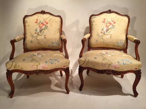 French Fine Pair of Armchairs stamped Bauve, Paris Louis XV period