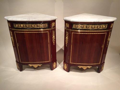 Antiquités - Pair of Corners By A.L Gilbert, Paris Louis XVI Period